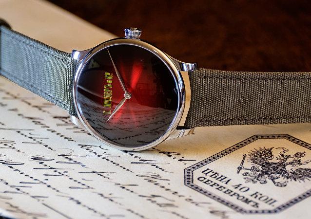 亨利慕时推出十月革命主题腕表