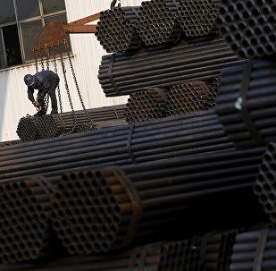 最近三四年中國一直在積極發展自己的金屬工業,包括鋁箔生產。實質上,中國已成為全球最大鋁箔供應國,包括出口美國。而且現在鋁價無疑由中國來定,美國曾經自己生產並向中國供應鋁箔,而且在東南亞一些國家還建立了生產基地。