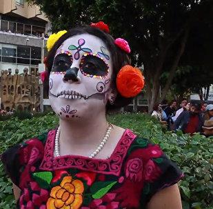 墨西哥举行亡灵节大游行