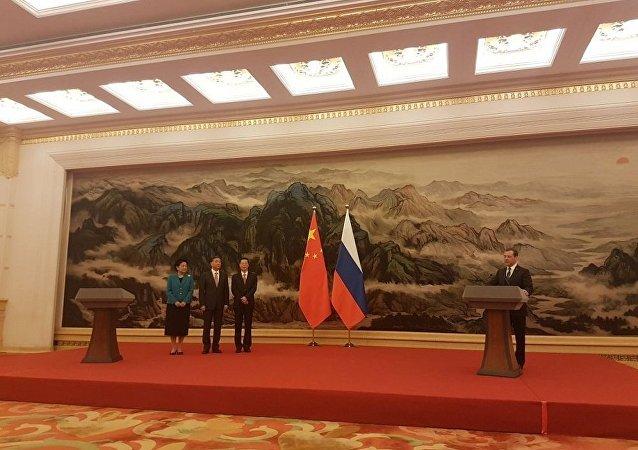梅德韋傑夫向中國領導人頒發俄羅斯友誼勳章