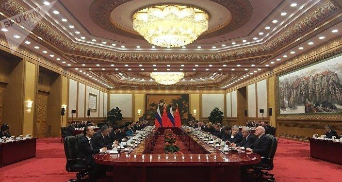 梅德韋傑夫提議中國討論兩國能源和交通合作