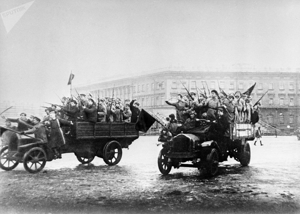 水兵和士兵的武裝部隊被送往冬宮