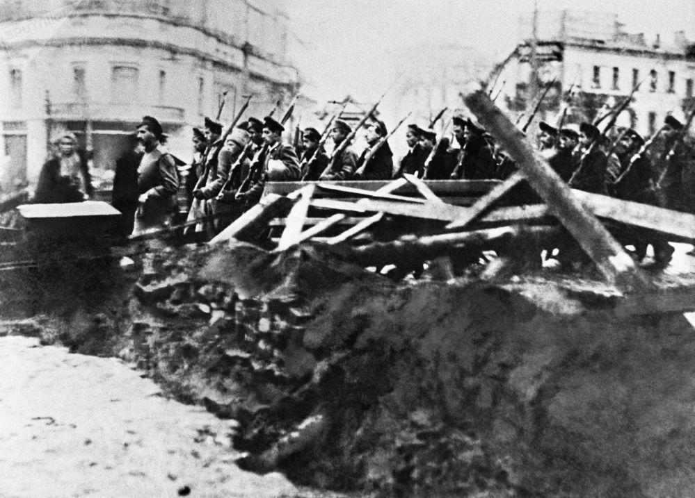 莫斯科街頭反布爾什維克士官生武裝部隊