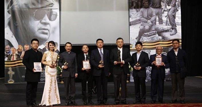 白嗣宏在第15届奥泽洛夫国际军事电影节(右侧第二位)