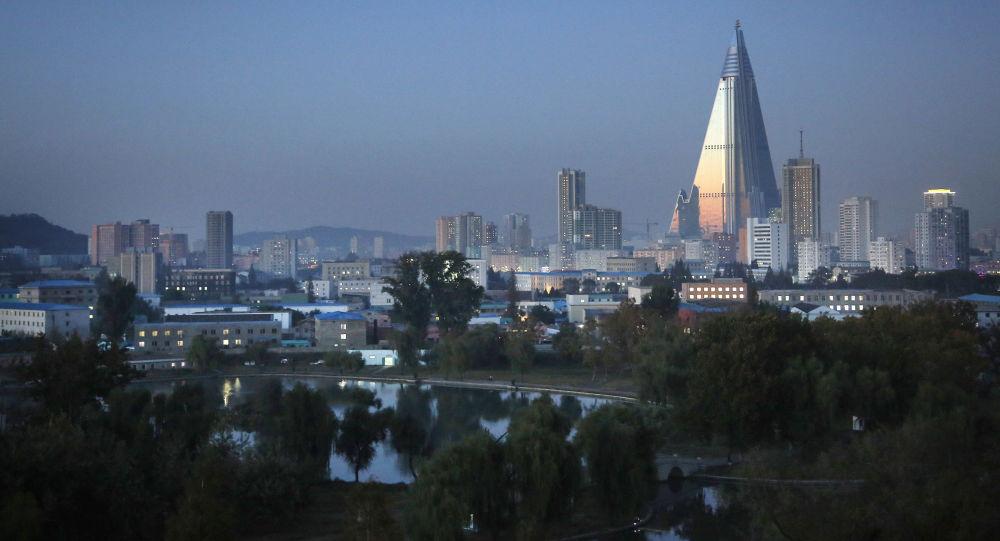 日本宣布发现有船只违反联合国制裁向朝鲜船只倒装货物