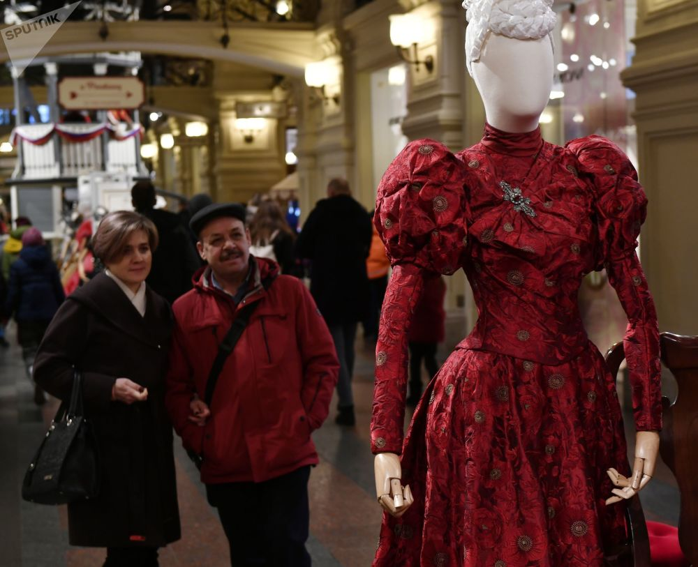 所有服饰的制作均遵照19世纪末20世纪初的历史原型。