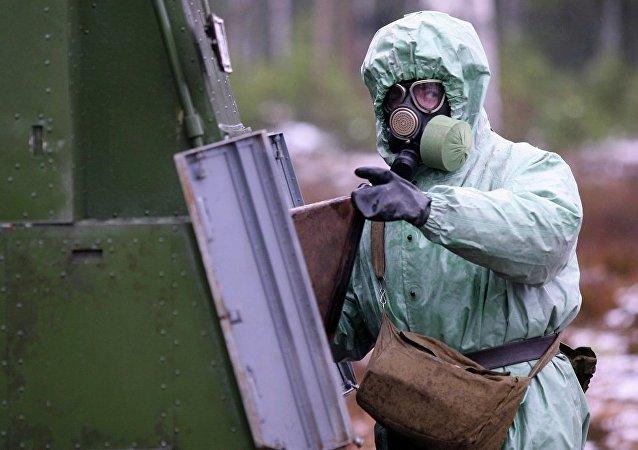 俄滨海边疆区三防分队接装烟幕施放车