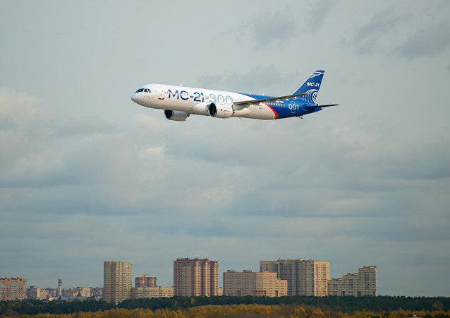 俄技术集团总裁表示,俄首批量产型MC-21客机将推迟一年下线。