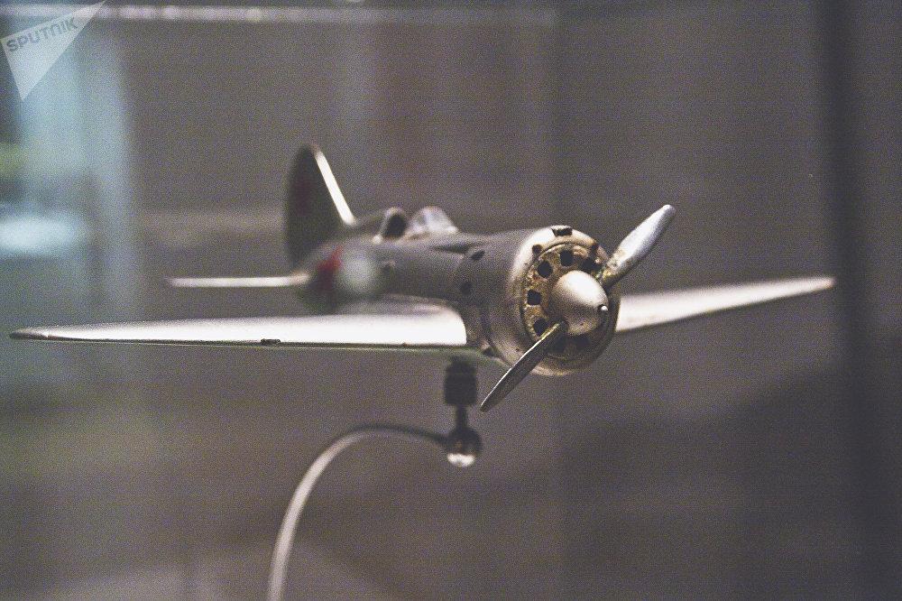 伊-16战斗机模型
