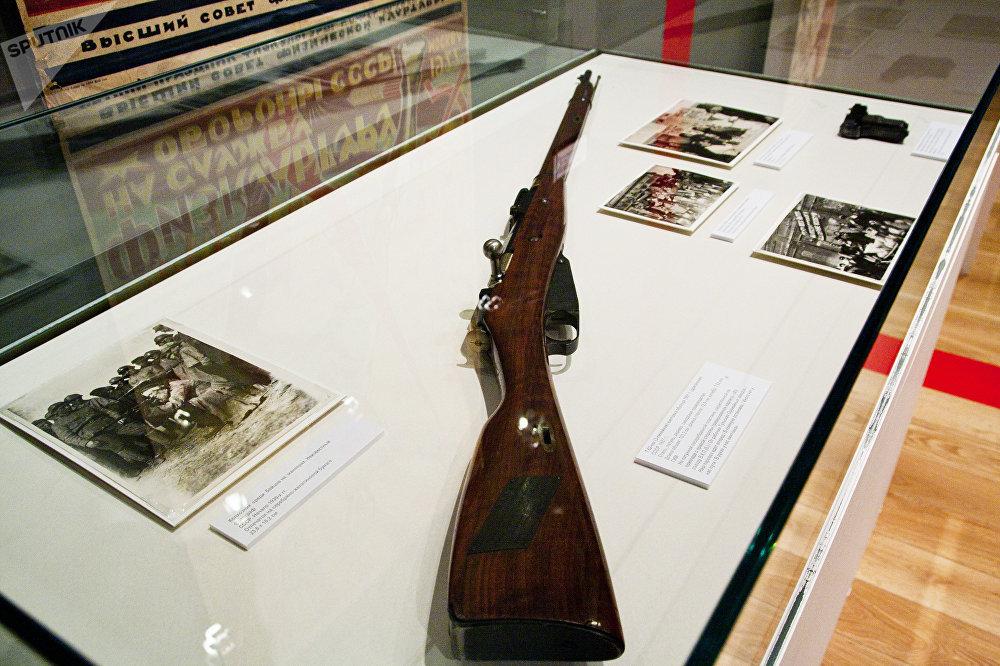 在联共(布)十五大之前刻有版画标志的莫辛-纳甘步枪