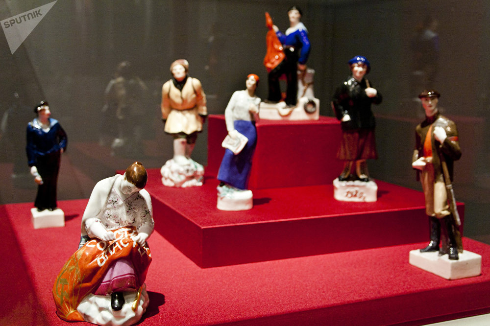 瓷质雕塑品