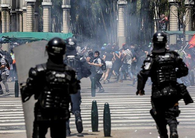 哥倫比亞警民衝突導致約70人受傷