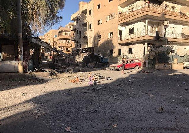 在代尔祖尔附近难民中心内的爆炸造成100人死亡