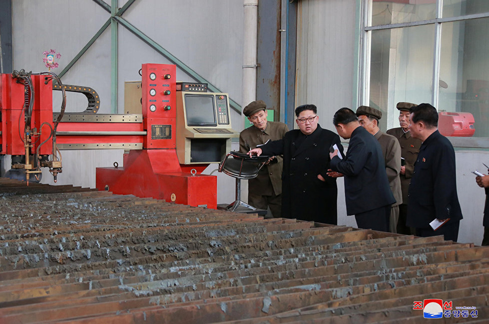 """朝鲜把所有这类军演都视作为挑衅。在美国总统访韩前夕进行军演,尤其让平壤感到愤怒。11月5日朝鲜劳动党中央机关报《劳动新闻》警告,美国总统访问韩国期间不要""""胡说八道"""",不要挑衅平壤。"""
