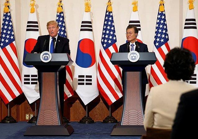 美国总统特朗普与韩国总统文在寅