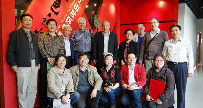 南京,把俄国电影送到南京社区文化馆同观众热情见面