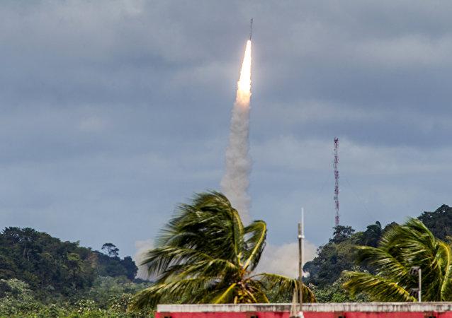 法国向北美方向试射洲际弹道导弹