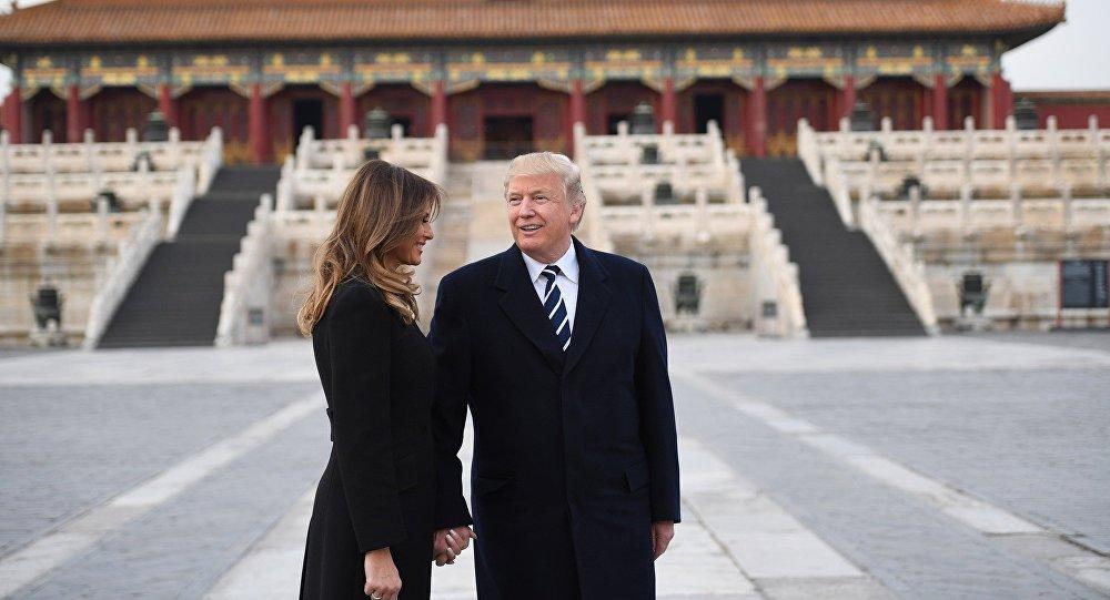 特朗普夫妇与习近平夫妇共游故宫