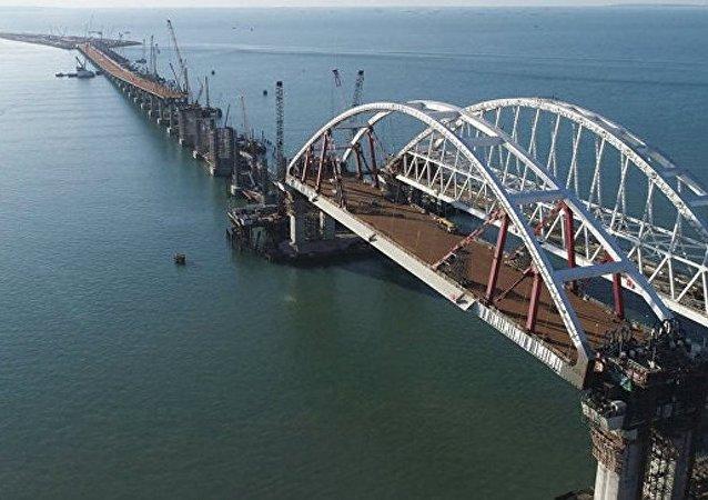 克里米亚行政长官保证跨刻赤海峡大桥将按时交工