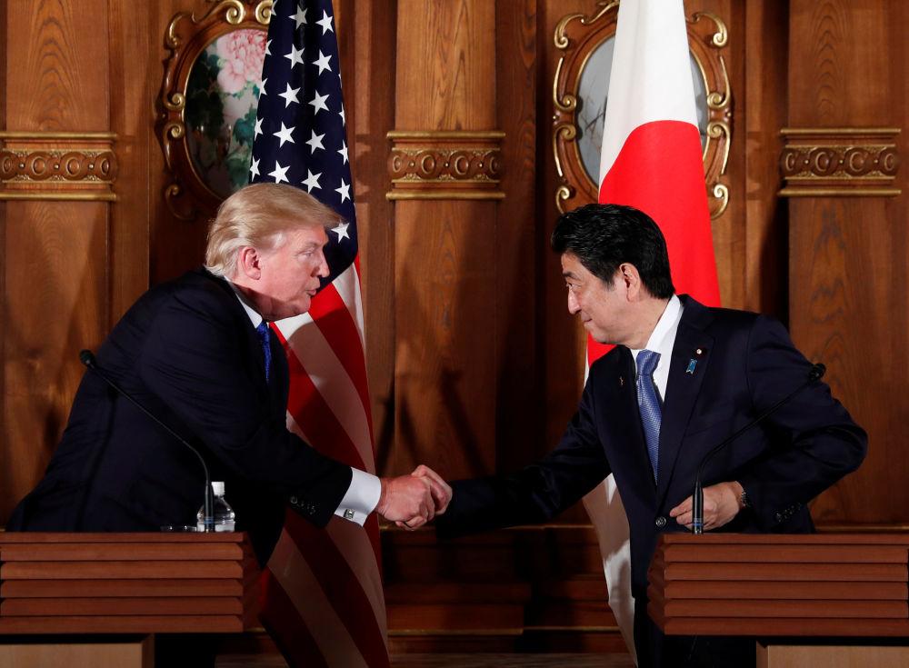 美國總統唐納德·特朗普和日本首相安倍晉三在東京舉行聯合新聞發佈會