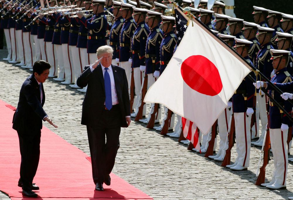 日本首相安倍晉三和美國總統唐納德·特朗普在東京