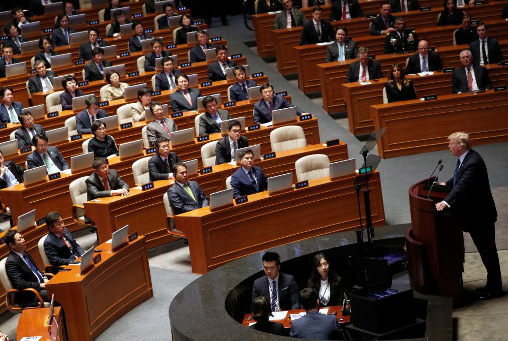 美國總統唐納德·特朗普在首爾國民議會大廳發表演講