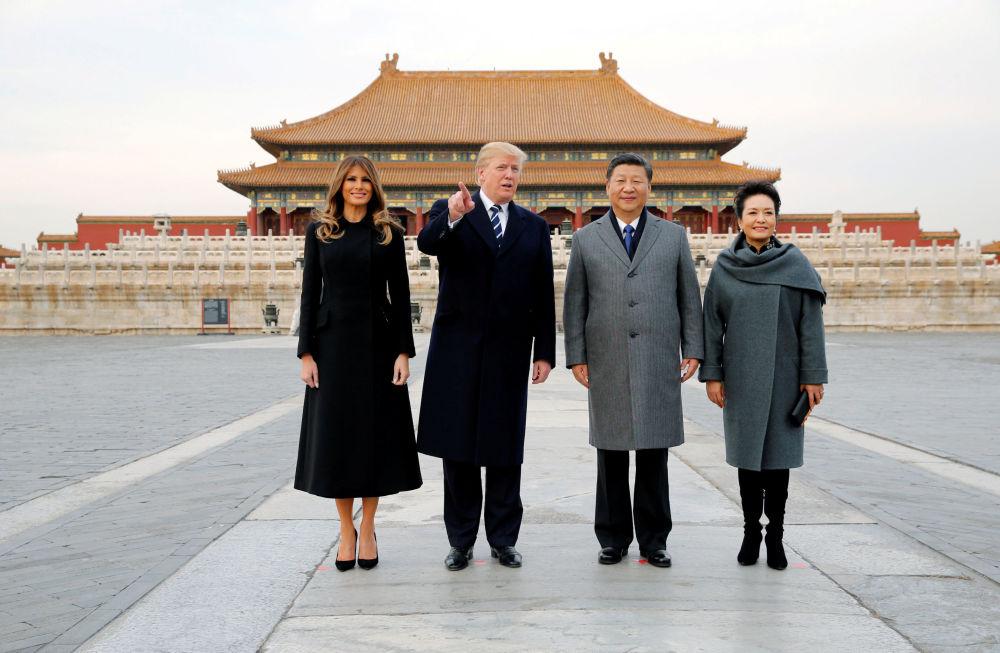 美國總統唐納德·特朗普和夫人梅拉尼婭在中國國家主席習近平和夫人彭麗媛的陪同下參觀故宮