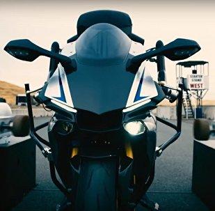 人类对决现代摩托车机器人:谁能取胜