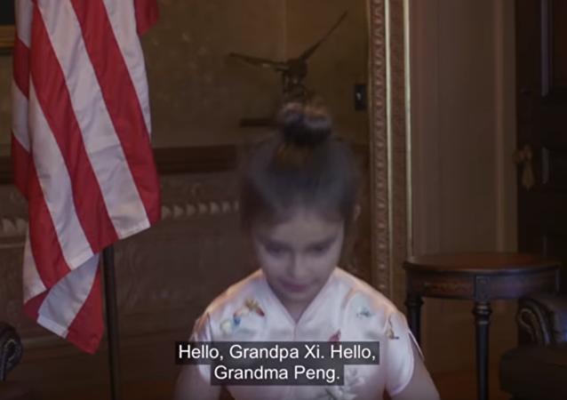 特朗普外孙女唱中文歌(视频)