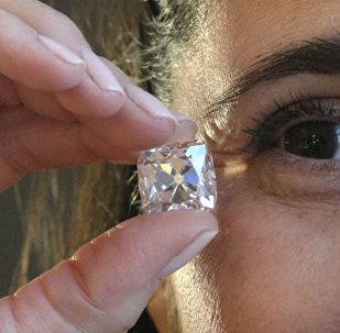拍卖行推出法国王室钻石