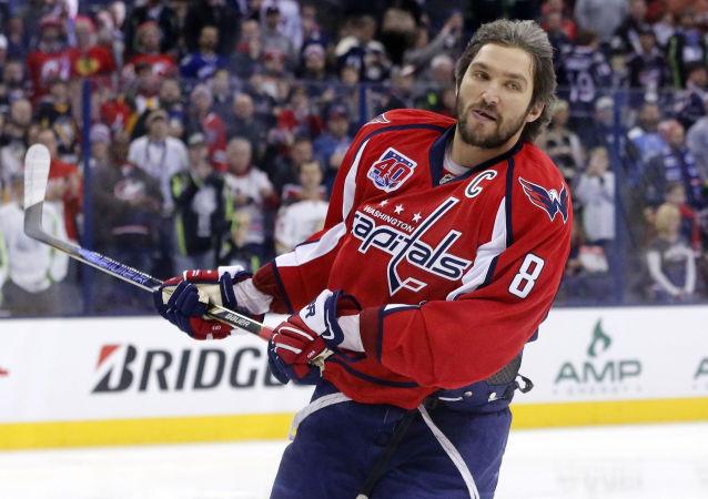 俄冰球運動員、美國國家冰球聯盟(NHL)華盛頓首都人隊隊長亞歷山大∙奧韋奇金