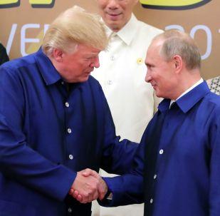 普京谈同特朗普握手:他是个有教养的人
