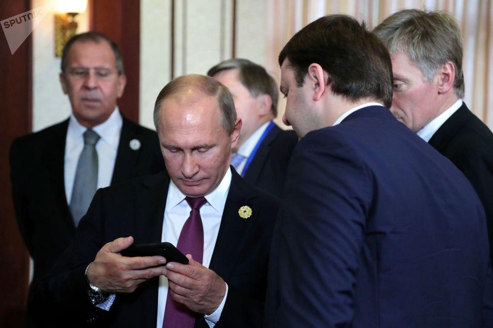 """俄联邦总统普京在参加""""亚太经合组织""""峰会期间"""