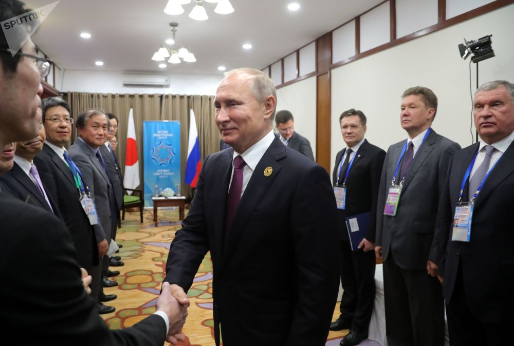 """俄联邦总统普京在前往越南举行的""""亚太经合组织""""峰会"""