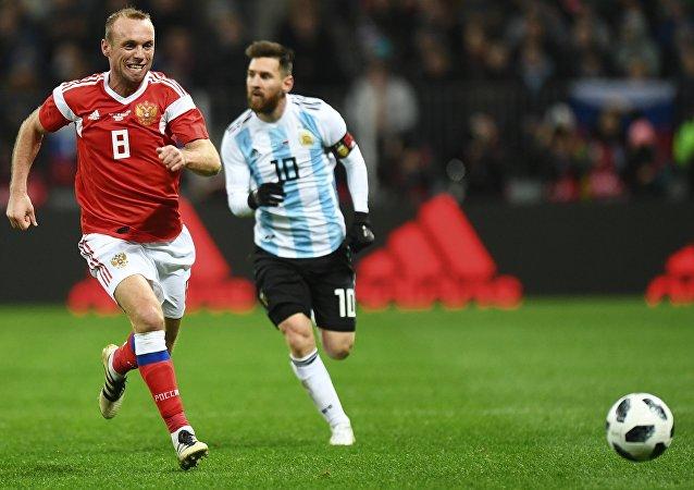 俄阿国家足球队的热身赛创下了俄罗斯国家队史上的上座率记录