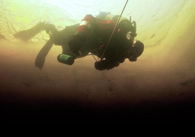 土耳其凡湖底部惊现3000年前的城堡废墟