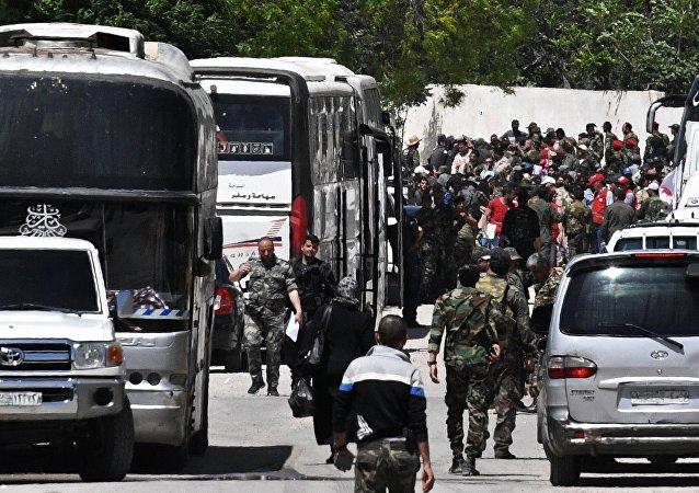 约300名武装分子离开叙利亚乌法尼亚镇