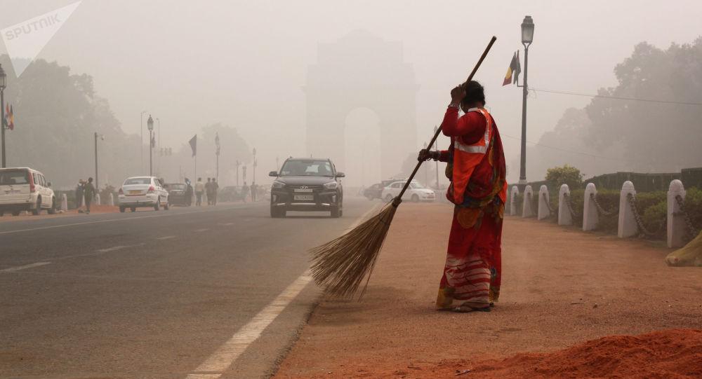印度德里空气污染危机持续一周后稳定