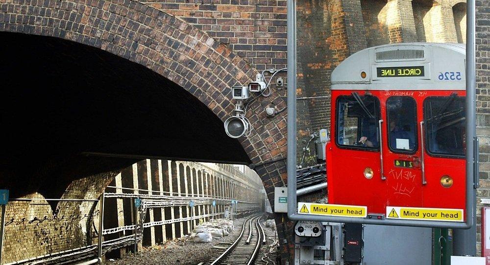 伦敦火车站手提箱失窃内藏珠宝价值百万英镑