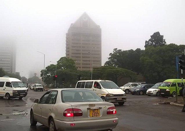俄驻津巴布韦使馆并未因该国局势不稳而停止工作