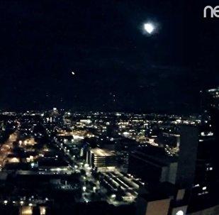 巨型流星照亮美國鳳凰城夜空