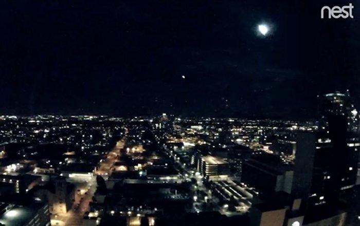 巨型流星照亮美国凤凰城夜空