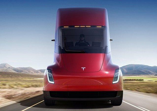 特斯拉公司总裁展示电动卡车Tesla Semi