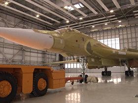 俄图-160M2新型轰炸机出库画面