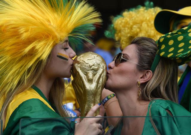 """尽管危机重重,巴西人仍力图在2018年世界杯上""""卷土重来"""""""