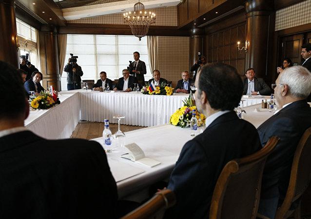 俄罗斯、土耳其和伊朗外长在安塔利亚举行的三方会谈