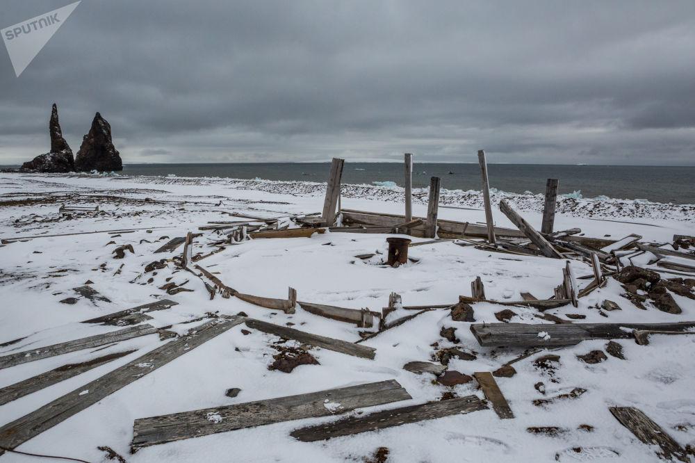 法兰士约瑟夫地群岛首批发现者建起的第一批营地的遗迹