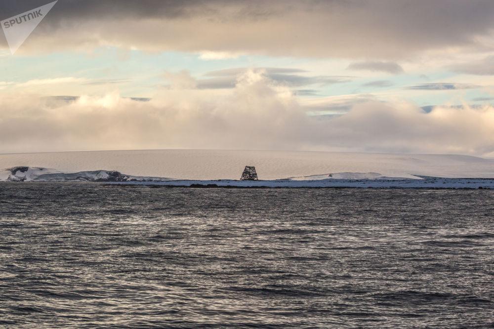奥戈尔小岛上古代的定向测量标志