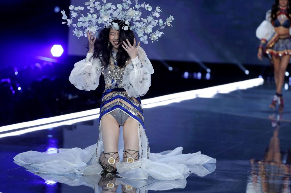 奚梦瑶在上海维密秀上,中国