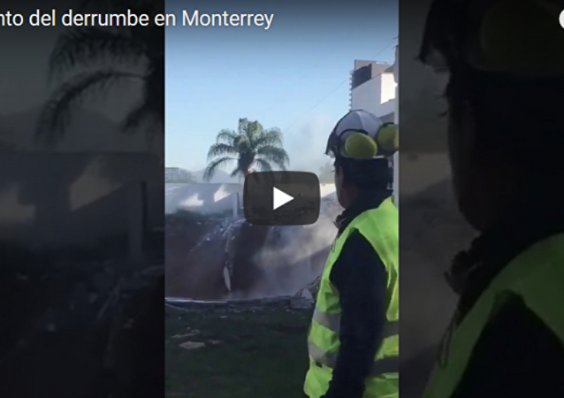 墨西哥三棟公寓樓陷入坑內(視頻)